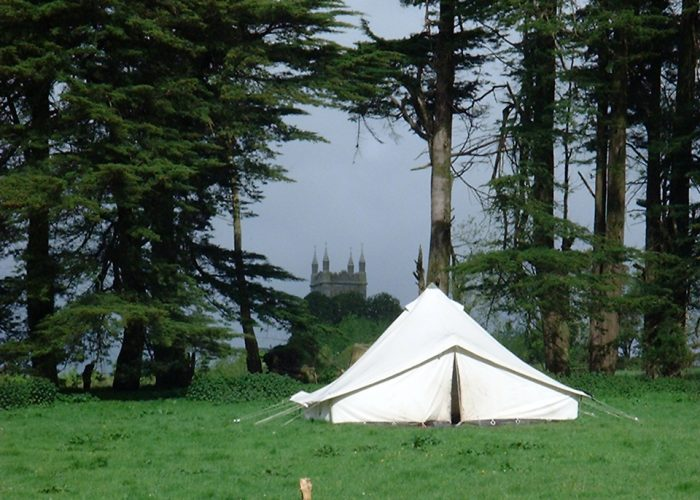Auslandslager Irland 2002: Zelt mit Burg